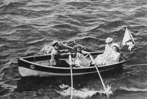 Отдых в Крыму. Девочки в лодке - старшие дочери.
